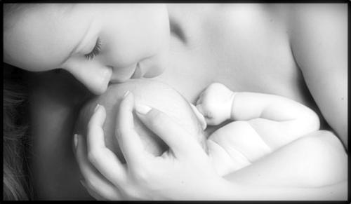 O desenvolvimento do bebê começa no primeiro minuto de vida
