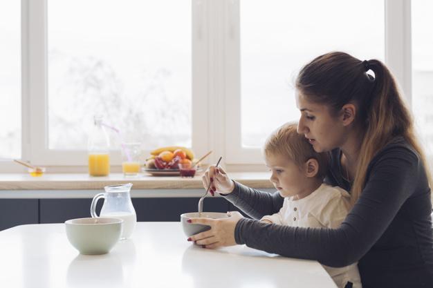 A difícil escolha entre ter uma carreira profissional e ser mãe