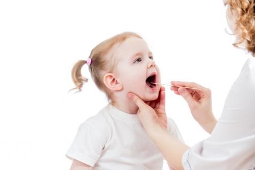 Como aliviar a dor de garganta das crianças?