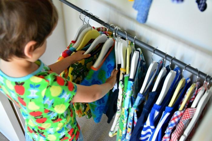 Incentive as crianças a se vestirem sozinhas