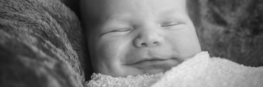 Meu bebê tem a pálpebra caída, é normal?