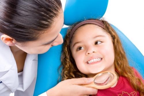 Com que frequência devo levar meu filho ao dentista?
