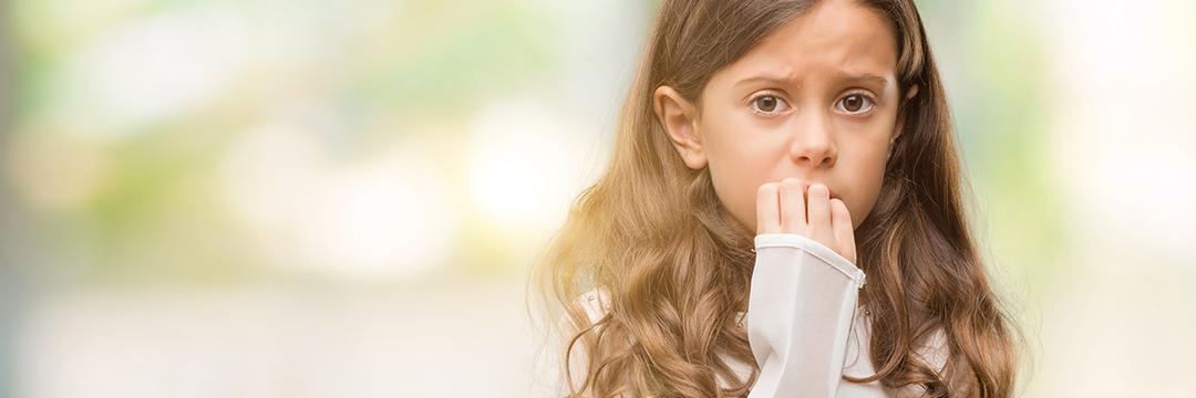 Como as crianças demonstram suas emoções?
