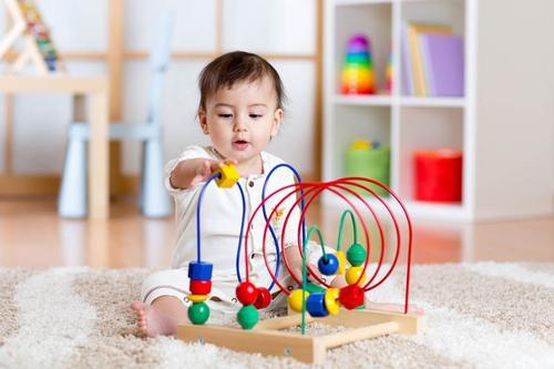 Desenvolvimento do bebê: Cores, luzes, ação e muita emoção